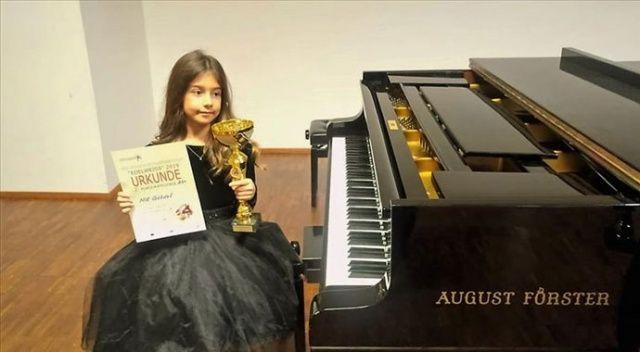 Piyanonun 'altın kızı' Nil Göksel, Viyana'dan birincilikle döndü
