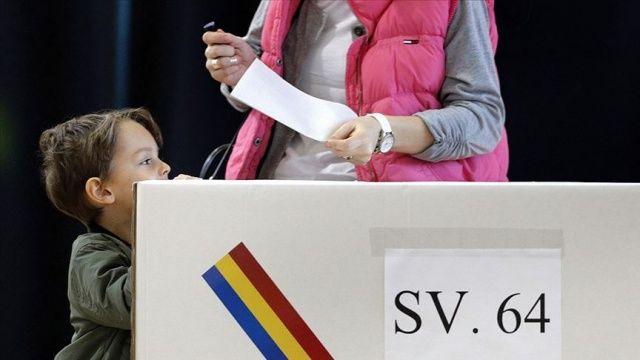 Romanya'da cumhurbaşkanı seçimi ikinci tura kaldı