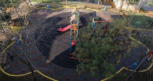 Atık malzemeler çocuk parkına dönüştü