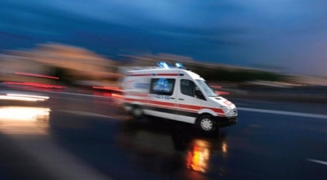 Babasının bulunduğu ambulansı takip ederken kaza yaptı