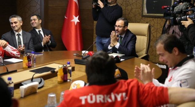 Bakan Kasapoğlu, Avrupa ve dünya şampiyonu olan özel sporcuları ağırladı