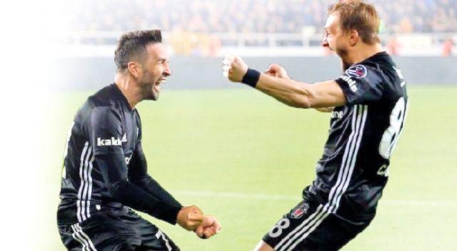 Beşiktaş, sağ ve sol beklerini yuvada tutmak için harekete geçti