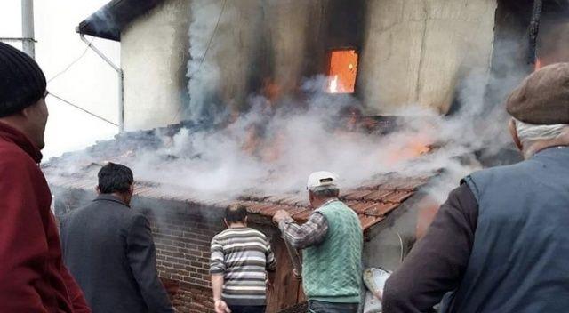 Bursa'da 3 katlı ev kül oldu: 2 yaralı