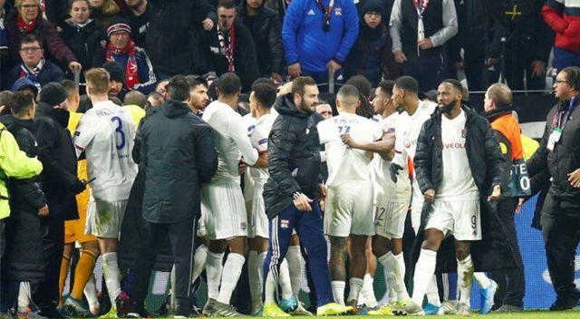 Eski Beşiktaş'lı Marcelo'ya çirkin saldırı! Lyon'lu futbolcular tribüne koştu