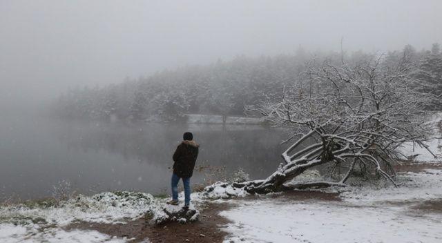 Gölcük Tabiat Parkı kar yağışıyla beyazlara büründü