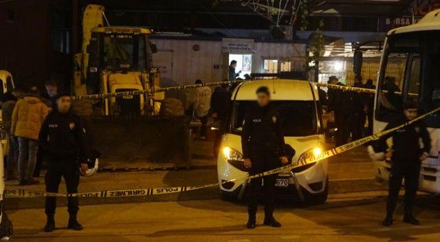 Kavgayı ayırmaya çalışan polisi, belinden aldığı silahıyla vurdu