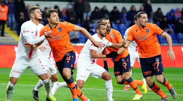 Medipol Başakşehir, Antalyaspor'u 2 golle geçti