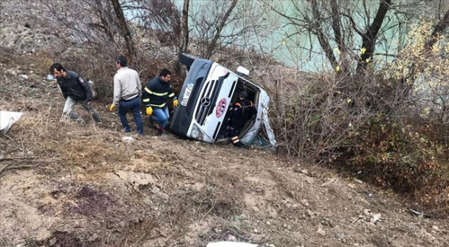 Yozgat'ta sporcuları taşıyan minibüs devrildi: 2 ölü 15 yaralı