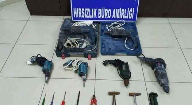 Otomobillerden malzeme çalan 3 kişi yakalandı