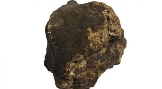 Heyecanlandıran olay! Ceviz ağacı dikerken meteorit buldu