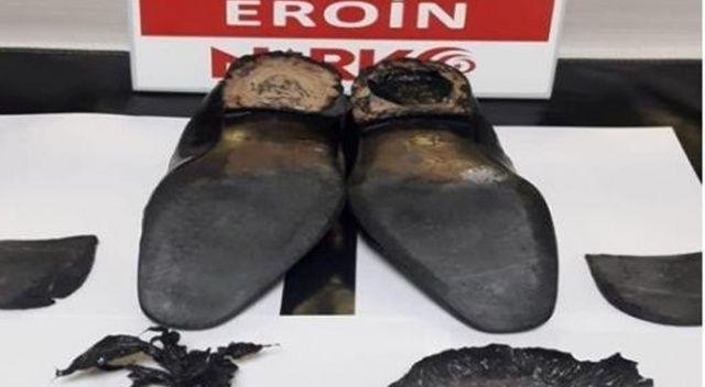 Ayakkabısının topuğunda eroinle yakalandı
