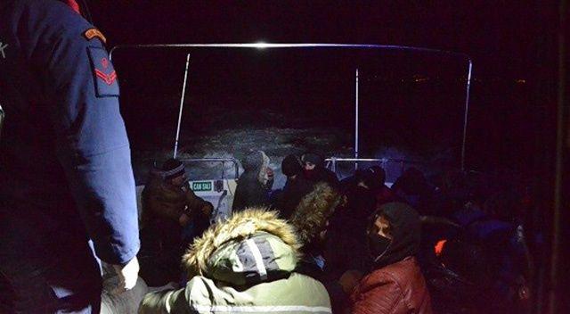 Ayvalık'ta 15 düzensiz göçmen jandarma ekiplerine yakalandı