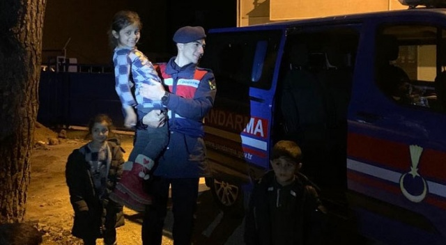 Balıkesir'in Edremit ilçesinde yasa dışı yollardan Yunanistan'ın Midilli Adası'na gitmeye çalışan 25 düzensiz göçmen yakalandı.