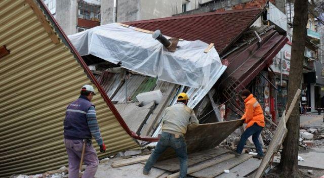 Bina çöktü, işçiler binanın altında kalkmaktan son anda kurtuldu