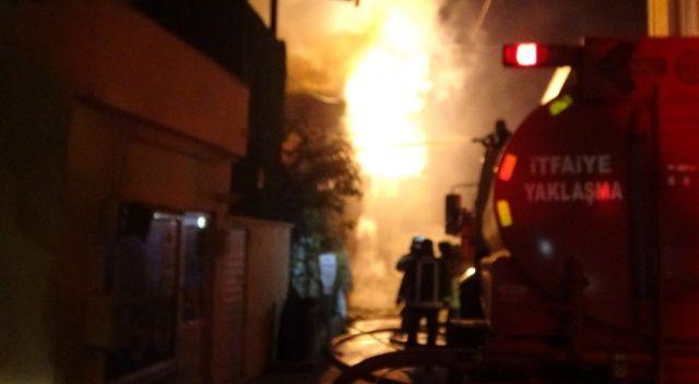 Bursa'da 2 katlı ev alev alev yandı
