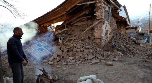 Depremin ardından Çevrimtaş Köyü... Tek bir sağlam bina kalmadı