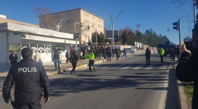 Diyarbakır'da feci kaza! Araçtan fırlayan vatandaş ağır yaralandı
