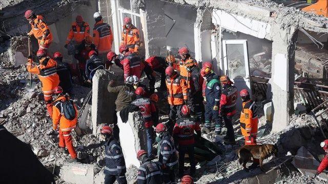 Fuat Oktay: Elazığ'daki depremde hayatını kaybedenlerin sayısının 35'e yükseldi
