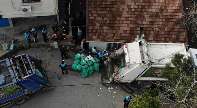 Görenler şoke oldu! Pendik'te bir evden yaklaşık 20 ton çöp çıkarıldı