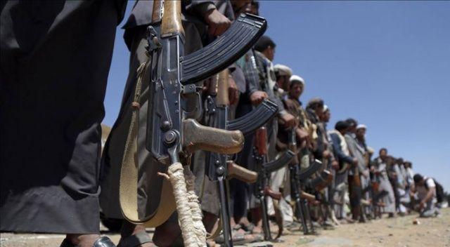 Husiler Yemen'de askeri kampa saldırdı: 79 ölü