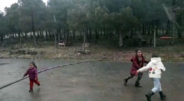 İstanbul'da çocukların kar sevinci