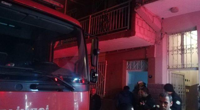 İzmir'de 3 katlı binada korkutan yangın