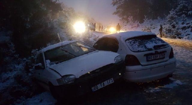 Osmaniye merkeze bağlı Zorkun Yaylası'na kar görmek için giden vatandaşlar araçları ile birlikte karda mahsur kaldı.