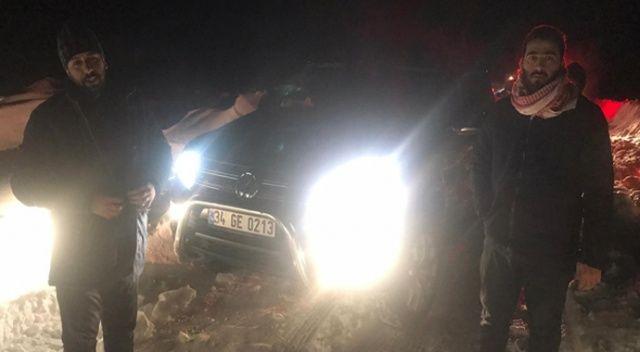 Mersin'in Erdemli ilçesinde karda mahsur kalan 4 Suriyeli, jandarma ve Mersin Büyükşehir Belediyesi İtfaiyesi ekipleri tarafından 4 saat sonra kurtarıldı.
