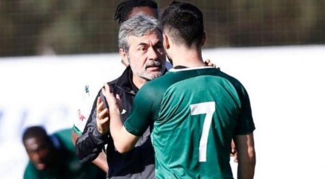 Konyaspor ile Bursaspor arasındaki maçta saha karıştı! Teknik direktörler oyuncuları zor sakinleştirdi