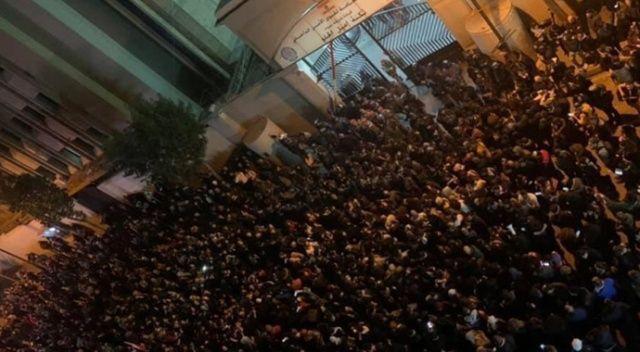 Lübnan'da protestocularla polis arasında arbede: 100 yaralı