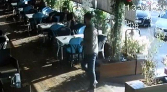 Pastanede otururken silahlı saldırıya uğradı, hayatını kaybetti