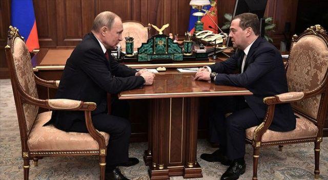 Rusya Başbakanı Dmitriy Medvedev, hükümetin istifa ettiğini duyurdu