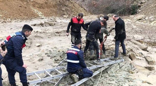 Sinop'ta battığı çamurdan zorlukla kurtarıldı