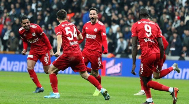 Süper Lig'de 18. hafta karşılaşmalarında lider Demir Grup Sivasspor, deplasmanda konuk olduğu Beşiktaş'ı 2-1'lik skorla yenerek, ligdeki yenilmezlik serisini 10 maça çıkarttı.