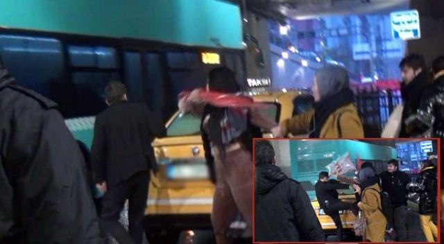 Taksim'de olaylı akşam! Kadın turist şemsiyeyle saldırdı, taksici tekmeyle karşılık verdi