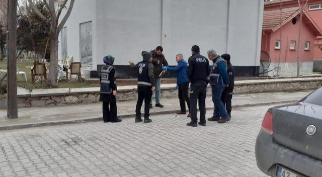 Aksaray'da parkta kavga ettiği kuzenini tabancayla 3 el ateş ederek öldüren kişi tutuklandı.
