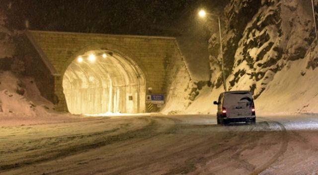 Zigana Geçidi'nde kar yağışı ulaşımı kapattı