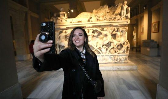 Müze aşkına selfie
