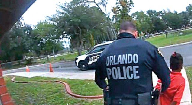 6 yaşındaki çocuğa kelepçe takan polis görevden alındı