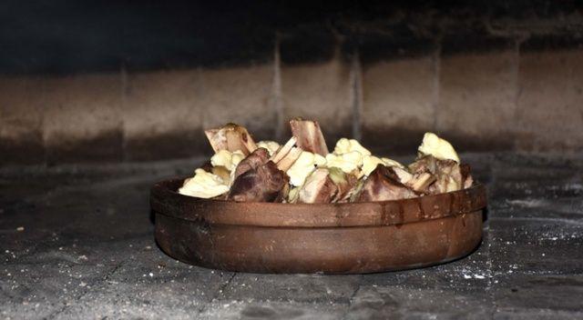 """Aksaray'ın tescilli lezzeti """"tulum kebabı"""" damak çatlatıyor"""