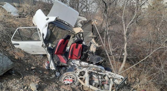 Ankara'da şarampole uçan araç paramparça oldu: 2 yaralı