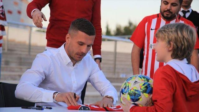 Antalyaspor'da Podolski için imza günü etkinliği yapıldı
