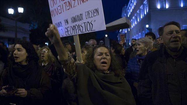 Atina'da 'kapalı mülteci kampı' kararı protestosu