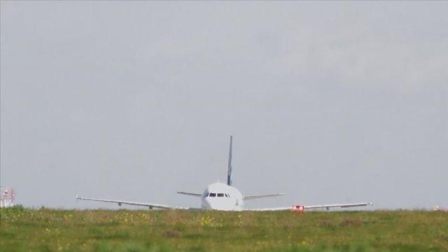 BAE'den kalkan 2 kargo uçağı Libya'da Hafter'e ait üsse indi