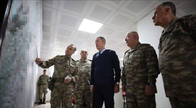 Bakan Akar ve kuvvet komutanları İdlib'deki harekat için sınırın sıfır noktasında