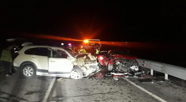 Bartın'da iki araç kafa kafaya çarpıştı: 5 yaralı