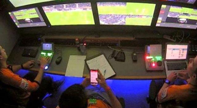 Belçika'da VAR hakemi maç sırasında telefonuyla oynarken görüntülendi
