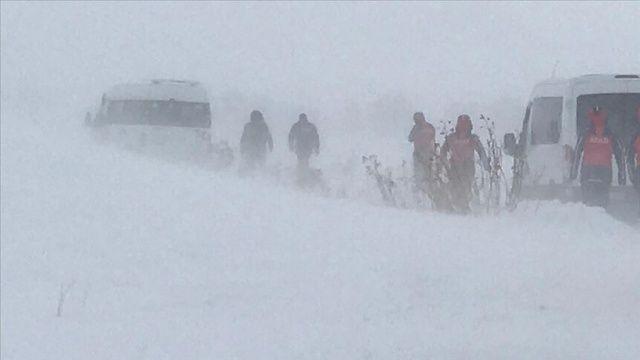 Çaldıran'da 'düzensiz göçmenlerin donduğu' ihbarı sonrası arama çalışması başlatıldı