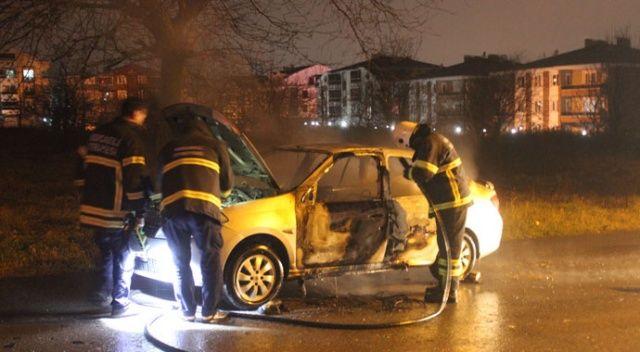 Emanet aldığı otomobil hastane yolunda alev alev yandı