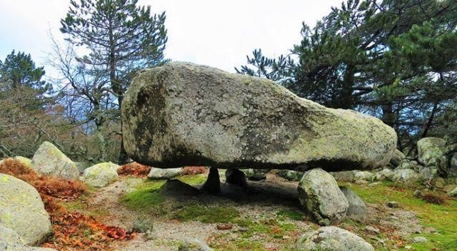 Görenler şaşkınlık geçiriyor! 5 tonluk bu kaya adeta uçuyor